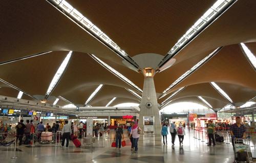 学习园地 英语口语 (检票登机)机场实用英语口语对话  在飞机起飞前两